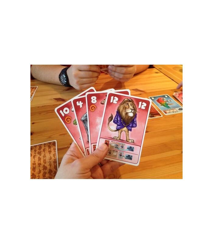 کارت های شخصیت های beasty bar